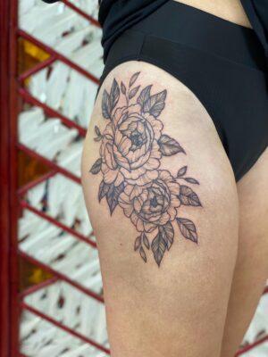 leg tattoo, peony, peony tattoo, light art tattoo, women tattooer