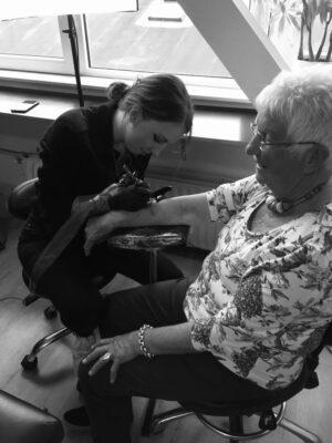grandma tattoo, tattooing my granny, light art tattoo, women tattooer